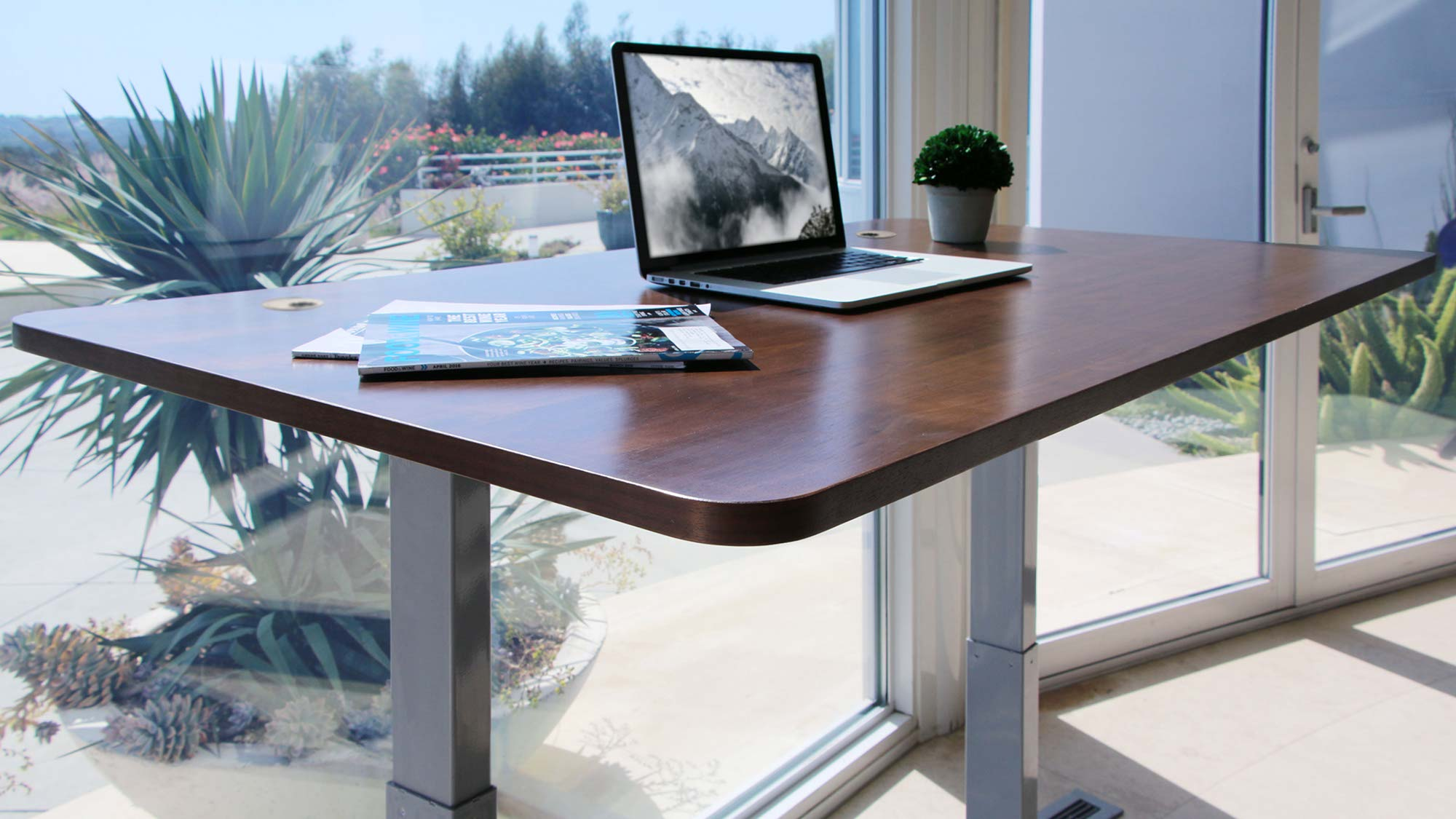 benefits of standing desk when using in the workspace